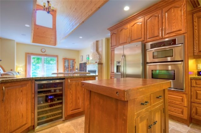 Detached at 32 Forest Circ, Tiny, Ontario. Image 10