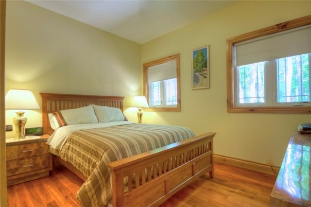Detached at 32 Forest Circ, Tiny, Ontario. Image 14