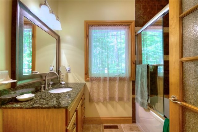 Detached at 32 Forest Circ, Tiny, Ontario. Image 15