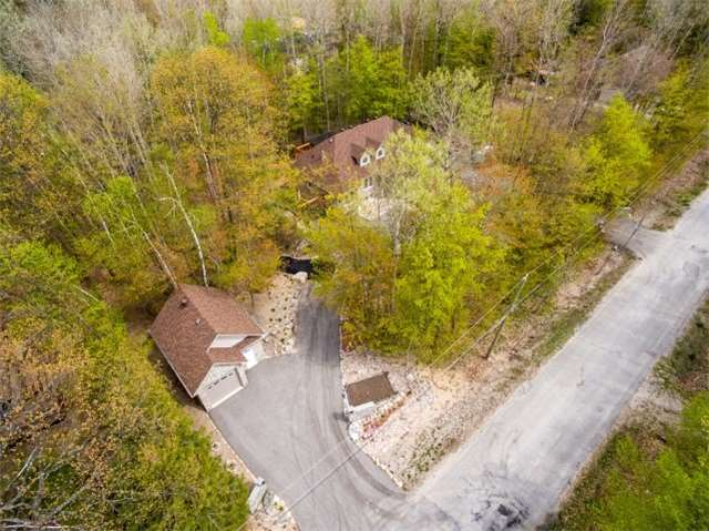 Detached at 32 Forest Circ, Tiny, Ontario. Image 6