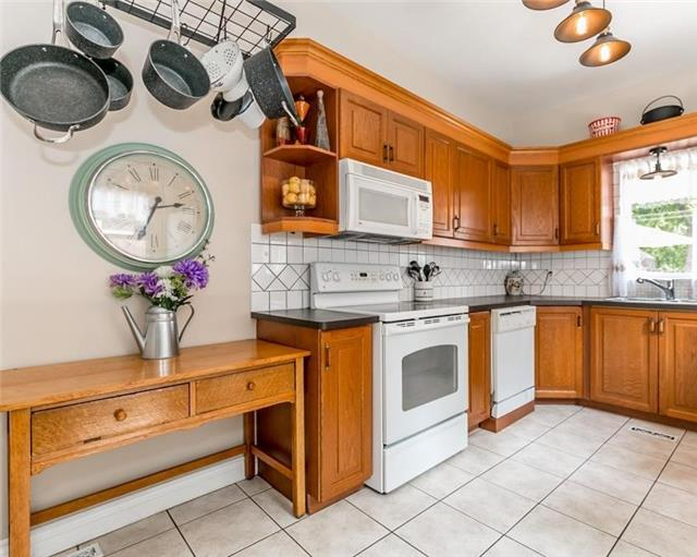Detached at 61 Park St, Barrie, Ontario. Image 15