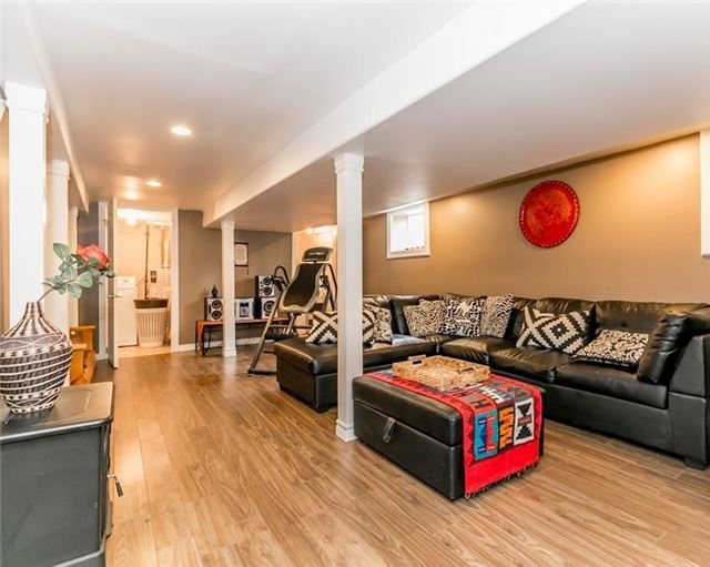 Detached at 61 Park St, Barrie, Ontario. Image 8