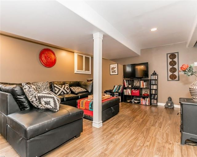 Detached at 61 Park St, Barrie, Ontario. Image 9