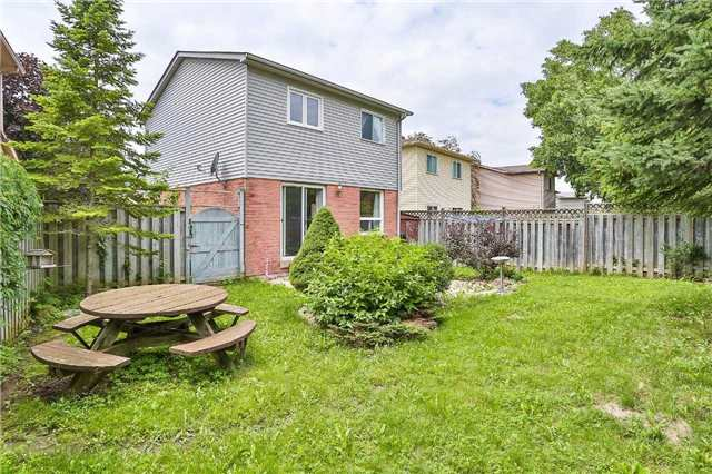 Detached at 72 Hadden Cres, Barrie, Ontario. Image 4