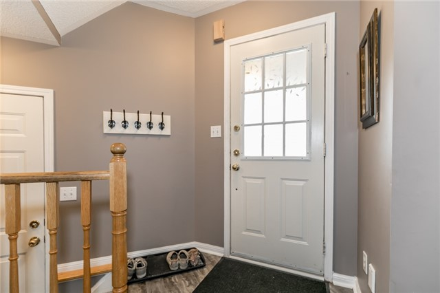 Townhouse at 81 Montserrand St, Barrie, Ontario. Image 9
