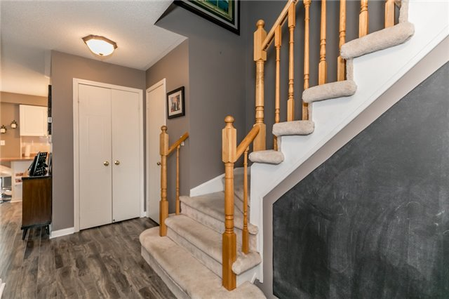 Townhouse at 81 Montserrand St, Barrie, Ontario. Image 10
