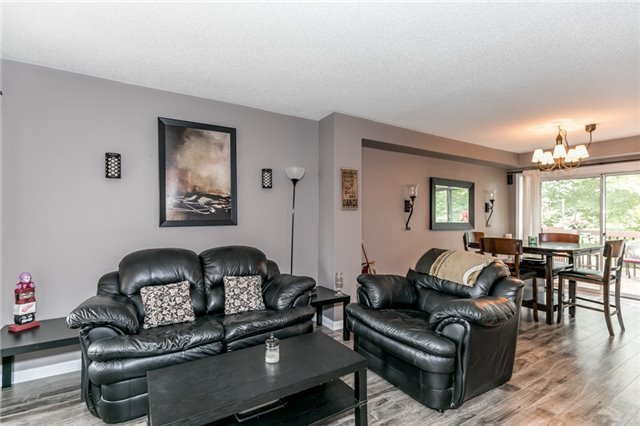 Townhouse at 81 Montserrand St, Barrie, Ontario. Image 11