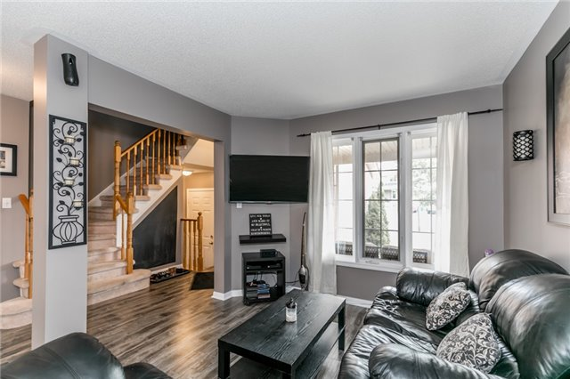Townhouse at 81 Montserrand St, Barrie, Ontario. Image 12