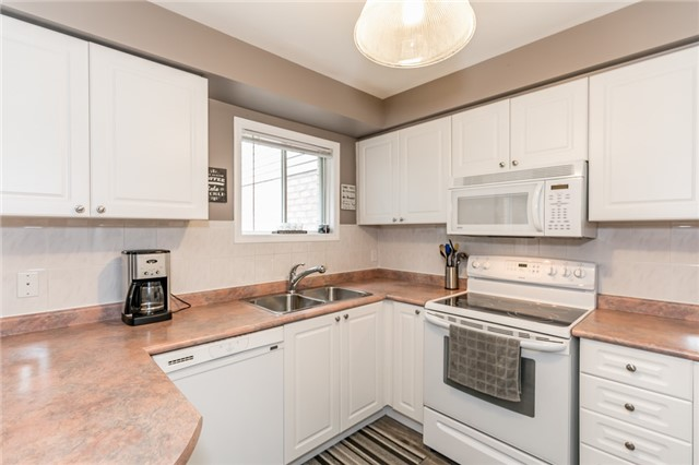 Townhouse at 81 Montserrand St, Barrie, Ontario. Image 14