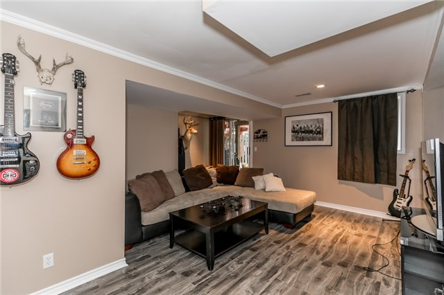 Townhouse at 81 Montserrand St, Barrie, Ontario. Image 4