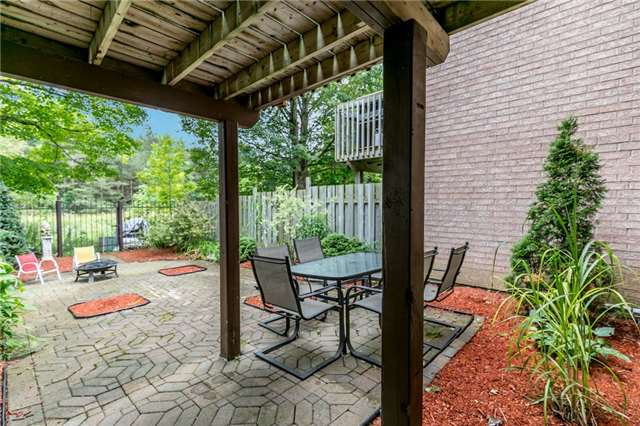Townhouse at 81 Montserrand St, Barrie, Ontario. Image 6