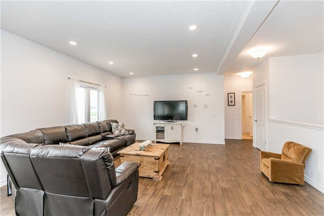 Detached at 158 Switzer St, Clearview, Ontario. Image 15
