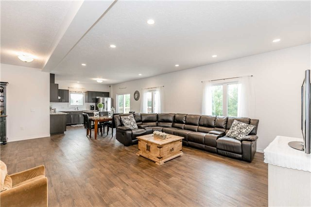Detached at 158 Switzer St, Clearview, Ontario. Image 16