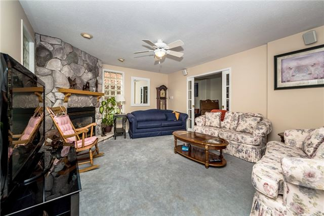 Detached at 126 Brown Wood Dr, Barrie, Ontario. Image 7