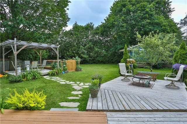 Detached at 15 Meadowland Ave, Barrie, Ontario. Image 12