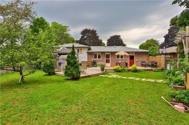 Detached at 15 Meadowland Ave, Barrie, Ontario. Image 14