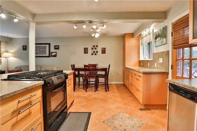 Detached at 15 Meadowland Ave, Barrie, Ontario. Image 2