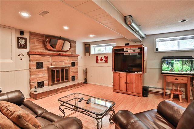 Detached at 15 Meadowland Ave, Barrie, Ontario. Image 5