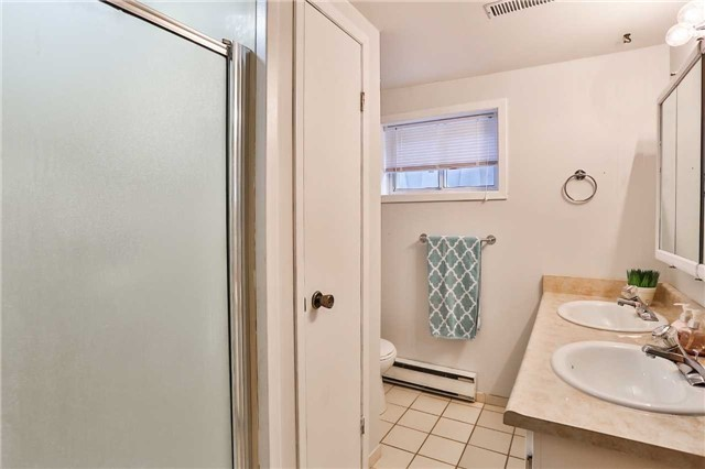 Detached at 15 Meadowland Ave, Barrie, Ontario. Image 7