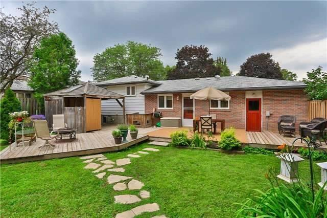 Detached at 15 Meadowland Ave, Barrie, Ontario. Image 13