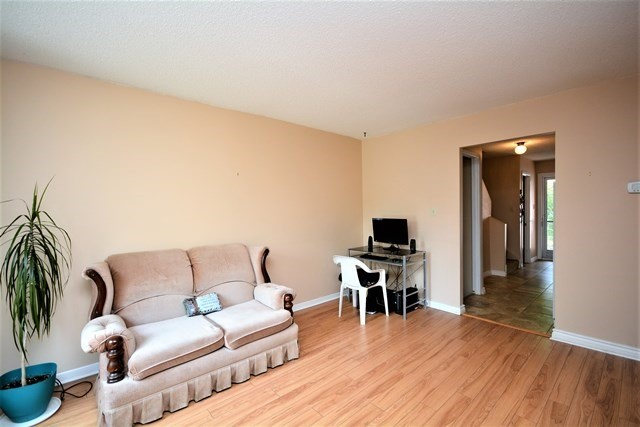 Condo Townhouse at 72 Adelaide St, Unit 67, Barrie, Ontario. Image 8