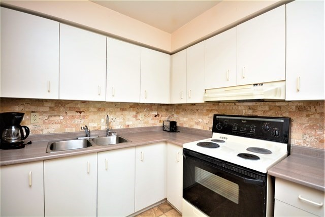 Condo Townhouse at 72 Adelaide St, Unit 67, Barrie, Ontario. Image 11