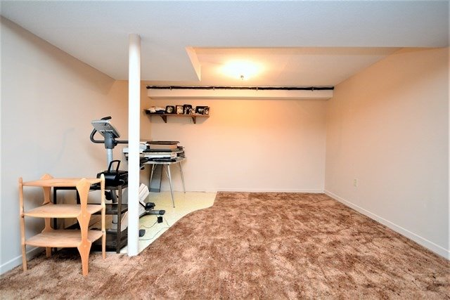 Condo Townhouse at 72 Adelaide St, Unit 67, Barrie, Ontario. Image 3