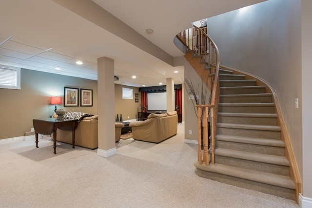 Detached at 29 Willow Fern Dr, Barrie, Ontario. Image 6