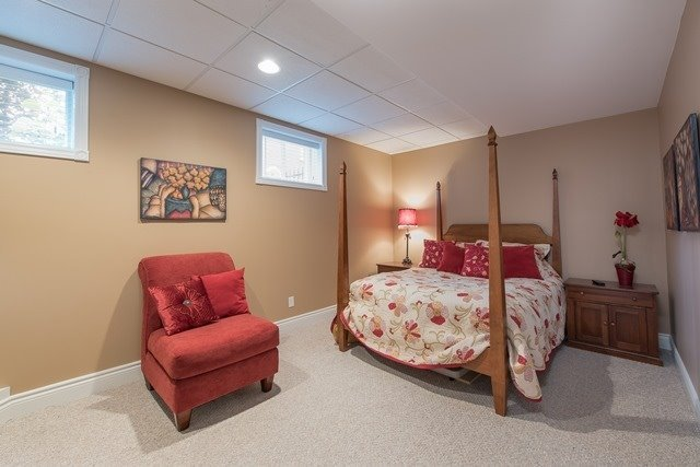 Detached at 29 Willow Fern Dr, Barrie, Ontario. Image 8