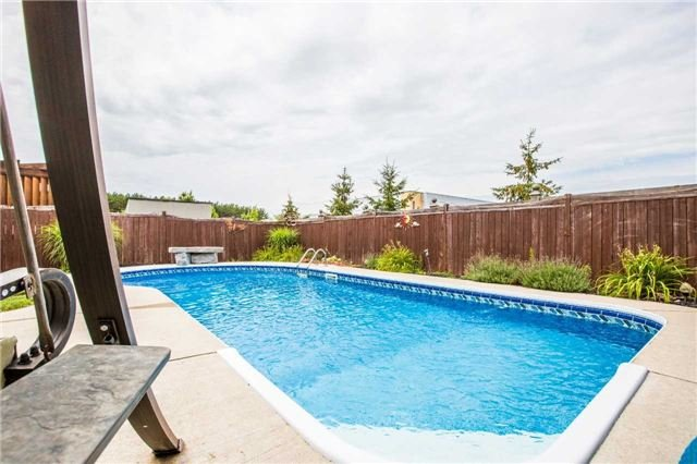 Detached at 20 Auburn Crt, Barrie, Ontario. Image 12