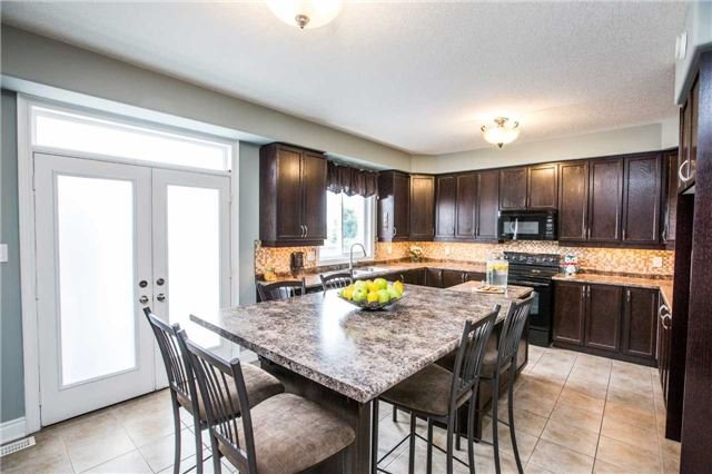 Detached at 20 Auburn Crt, Barrie, Ontario. Image 13