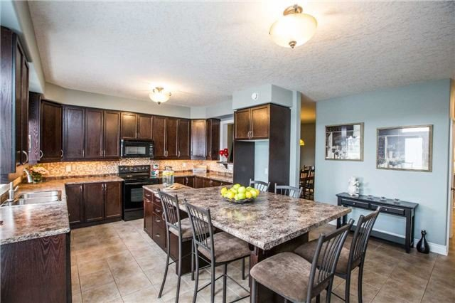 Detached at 20 Auburn Crt, Barrie, Ontario. Image 14