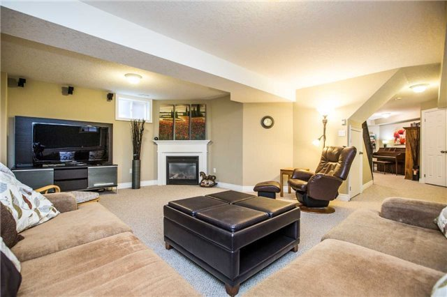 Detached at 20 Auburn Crt, Barrie, Ontario. Image 6