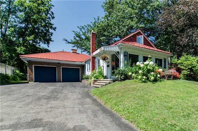 Detached at 307 Bay St, Orillia, Ontario. Image 1