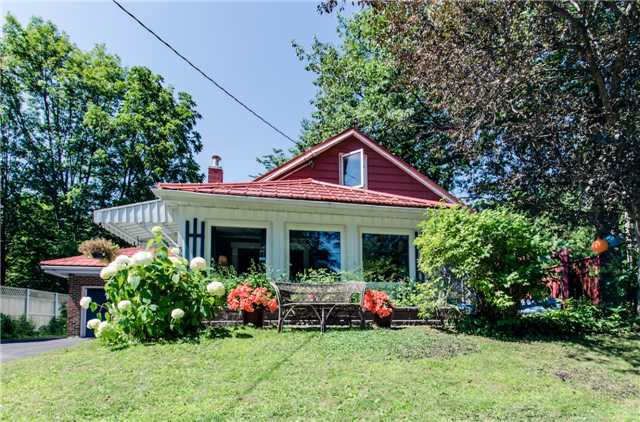 Detached at 307 Bay St, Orillia, Ontario. Image 8