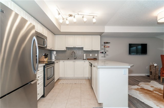 Condo Apartment at 43 Coulter St, Unit 26, Barrie, Ontario. Image 15