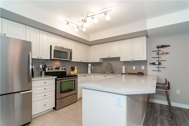 Condo Apartment at 43 Coulter St, Unit 26, Barrie, Ontario. Image 16