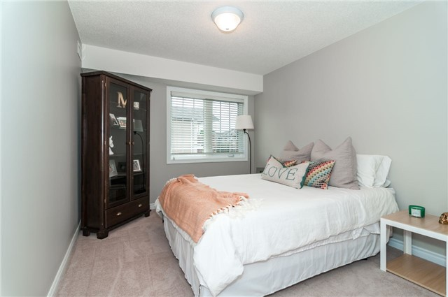 Condo Apartment at 43 Coulter St, Unit 26, Barrie, Ontario. Image 3
