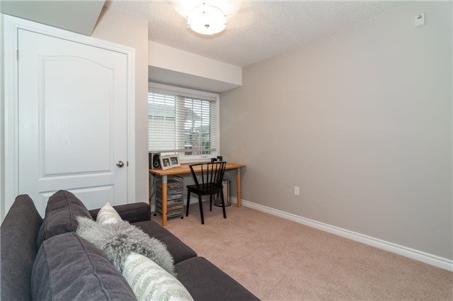 Condo Apartment at 43 Coulter St, Unit 26, Barrie, Ontario. Image 4