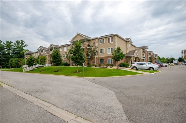 Condo Apartment at 43 Coulter St, Unit 26, Barrie, Ontario. Image 10