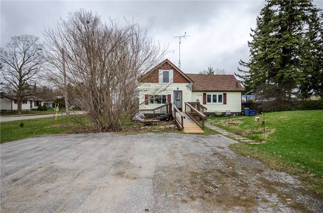 Detached at 4 Platt Ave, Springwater, Ontario. Image 8
