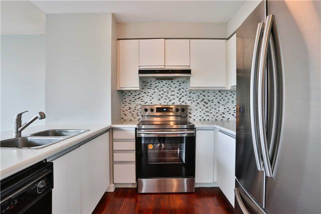 Condo Apartment at 150 Dunlop St E, Unit 411, Barrie, Ontario. Image 11