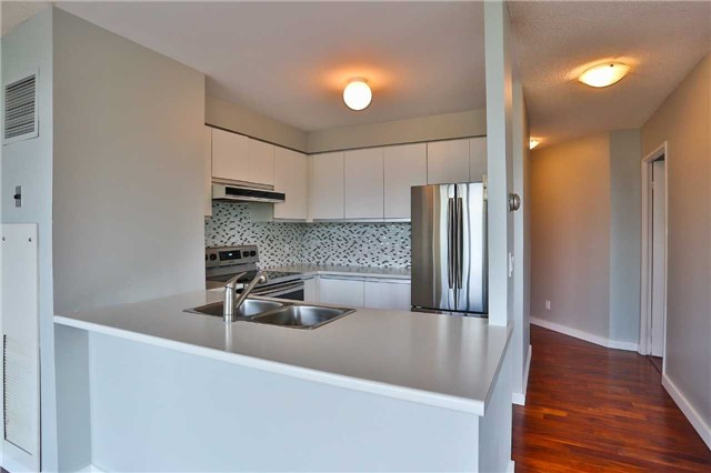 Condo Apartment at 150 Dunlop St E, Unit 411, Barrie, Ontario. Image 12
