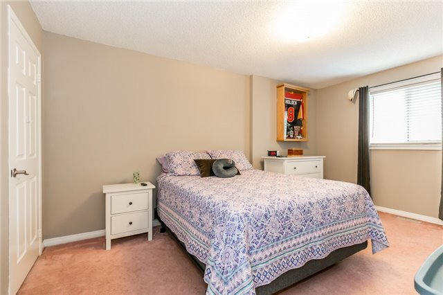 Detached at 5 Morton Cres, Barrie, Ontario. Image 5