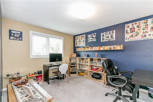 Detached at 5 Morton Cres, Barrie, Ontario. Image 6