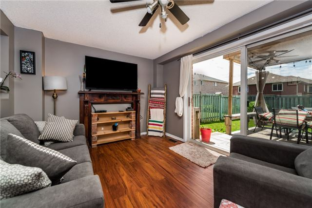 Townhouse at 10 Weymouth Rd, Barrie, Ontario. Image 9