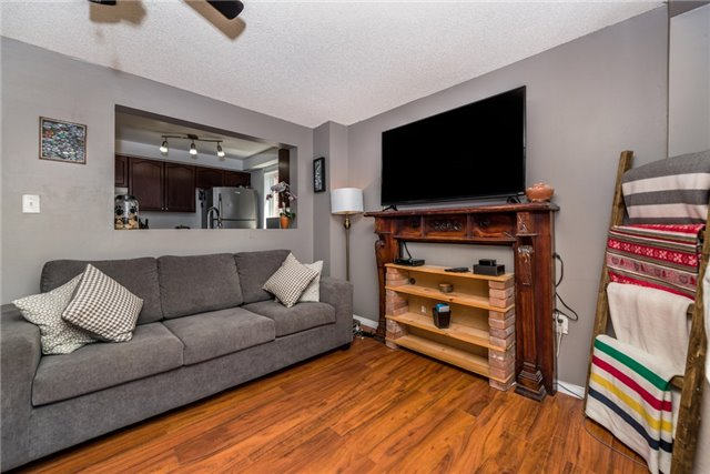 Townhouse at 10 Weymouth Rd, Barrie, Ontario. Image 10