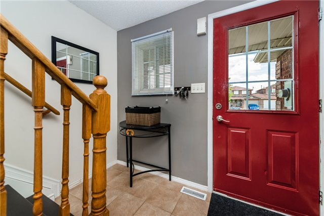 Townhouse at 10 Weymouth Rd, Barrie, Ontario. Image 14
