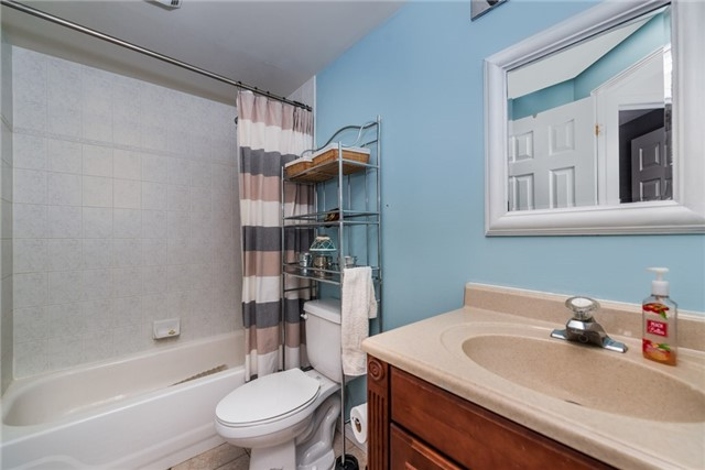 Townhouse at 10 Weymouth Rd, Barrie, Ontario. Image 5