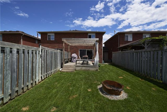 Townhouse at 10 Weymouth Rd, Barrie, Ontario. Image 6